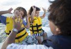 otroci na plovilu