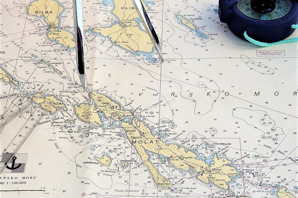 načrtovanje plovbe na navtični karti